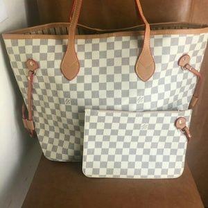 Louis Vuitton 🤓🤓🤓🤓Size MM Neverfull bag Purse